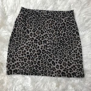 Divided | Cute leopard mini skirt size 6